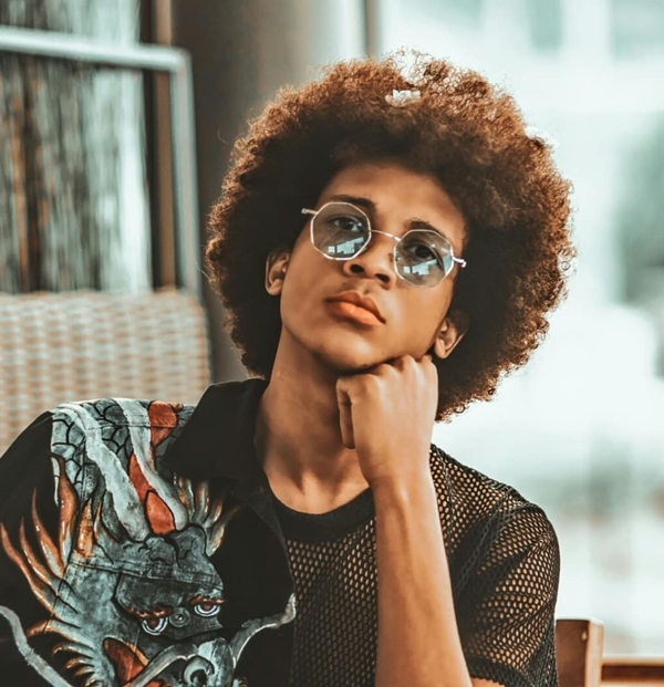 Long and wavy Afro Look
